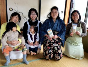 Mother packing group in Kawaguchi-ko