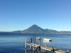 グアテマラの山と湖
